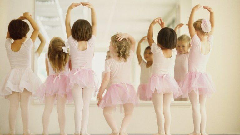 children-looking-in-mirror-1024x683